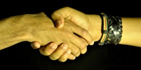 UŚCISK DŁONI – mały gest owielkim znaczeniu…