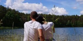 MIŁOSNE ZAWIROWANIA – czy introwertyk jest wstanie pokochać ekstrawertyczkę?